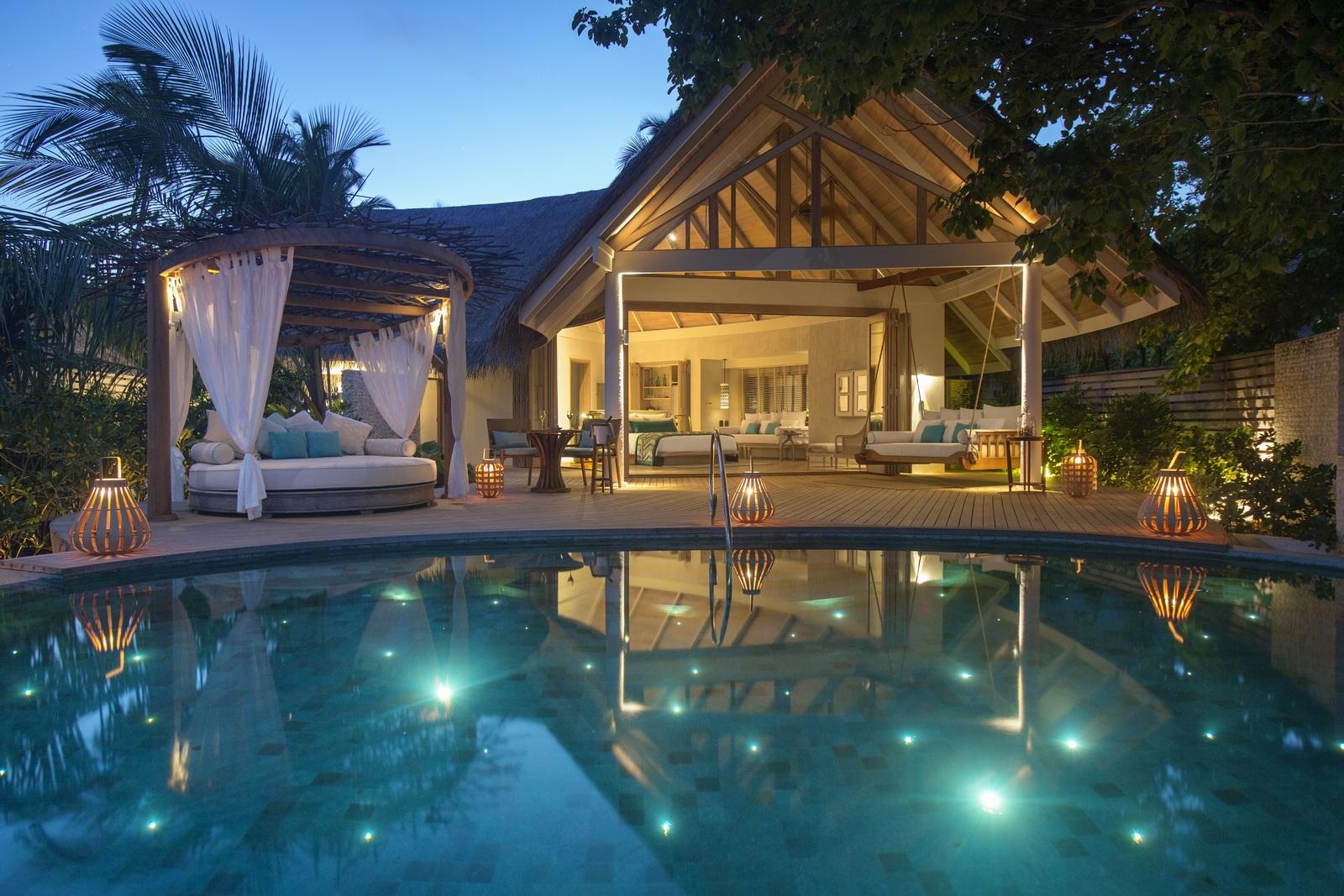 Malediven    die neue Trauminsel Milaidhoo im Baa Atoll strand sonne reisebericht malediven honeymoon 2  TUI Berlin Reisebüro Malediven Milaidhoo Island Beachvilla Abendstimmung