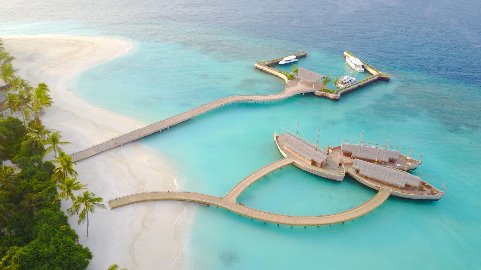 Malediven    die neue Trauminsel Milaidhoo im Baa Atoll strand sonne reisebericht malediven honeymoon 2  TUI Berlin Reisebüro Malediven Milaidhoo Luftaufnahme Jetty