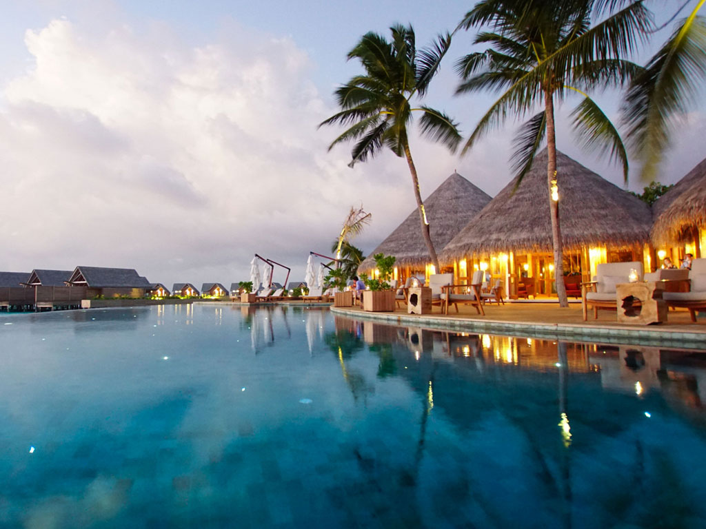 Milaidhoo Island Compass Poolbar - World of TUI Berlin Reisebericht