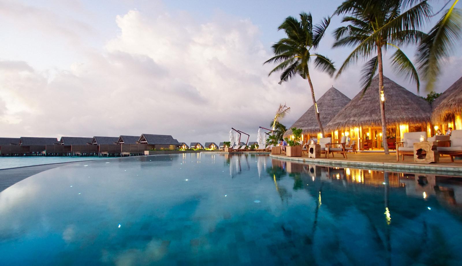 Malediven    die neue Trauminsel Milaidhoo im Baa Atoll strand sonne reisebericht malediven honeymoon 2  TUI Berlin Reisebüro Malediven Milaidhoo Restaurant Goldie Berlin2