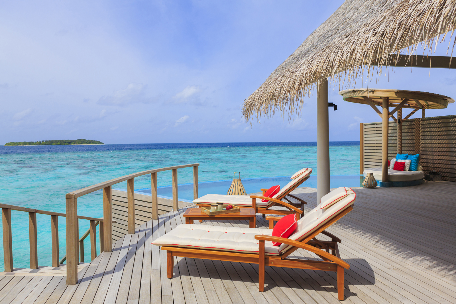 Malediven    die neue Trauminsel Milaidhoo im Baa Atoll strand sonne reisebericht malediven honeymoon 2  TUI Berlin Reisebüro Malediven Milaidhoo Sonnendeck Poolvilla