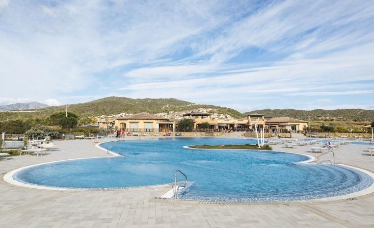 Familienurlaub auf Sardinien   TUI Family Life Janna e Sole tui hotels strand italien angebote und specials angebot  tui berlin family life janna e sole activity pool