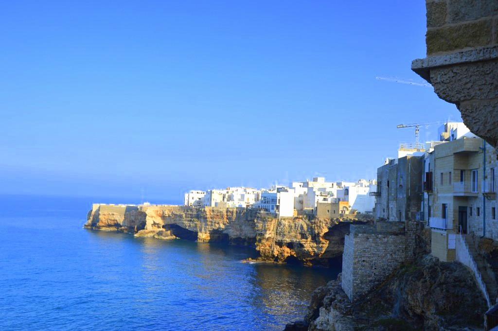 Neapel und Apulien   eine lohnenswerte Kombination staedtereisen sonne reisebericht new italien  tui berlin italien felsen kueste 1