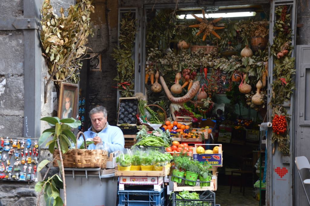 Neapel und Apulien   eine lohnenswerte Kombination staedtereisen sonne reisebericht new italien  tui berlin italien gemuese stand