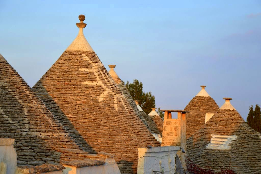 Neapel und Apulien   eine lohnenswerte Kombination staedtereisen sonne reisebericht new italien  tui berlin italien steinhuegel daecher 1