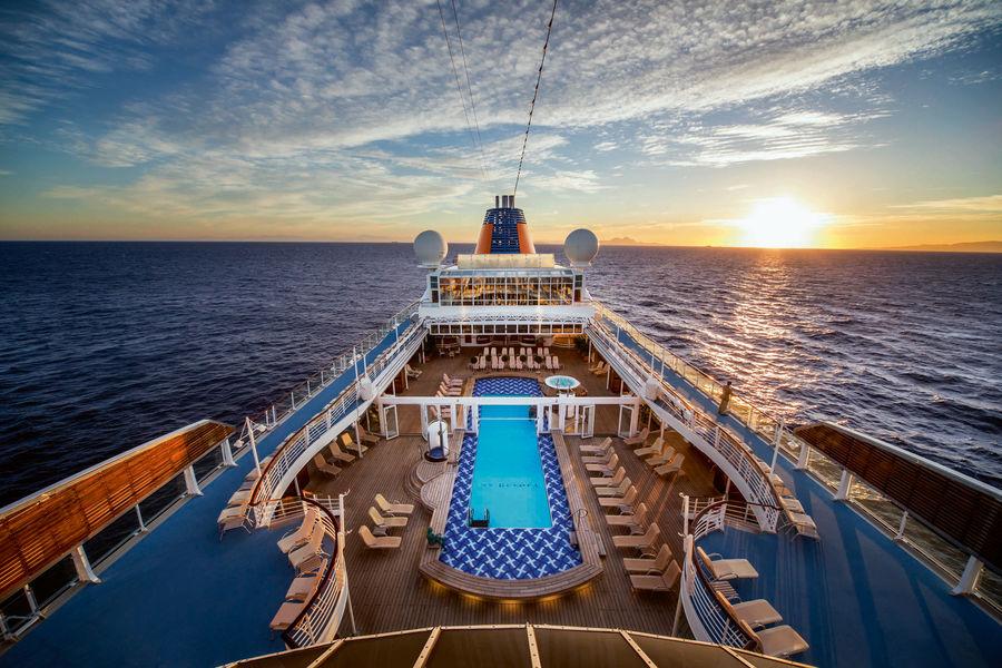 Viva Cuba! Mit MS EUROPA die Perle der Karibik entdecken tui cruises sonne kuba kreuzfahrt expertentipps  tui berlin ms europa kuba pooldeck