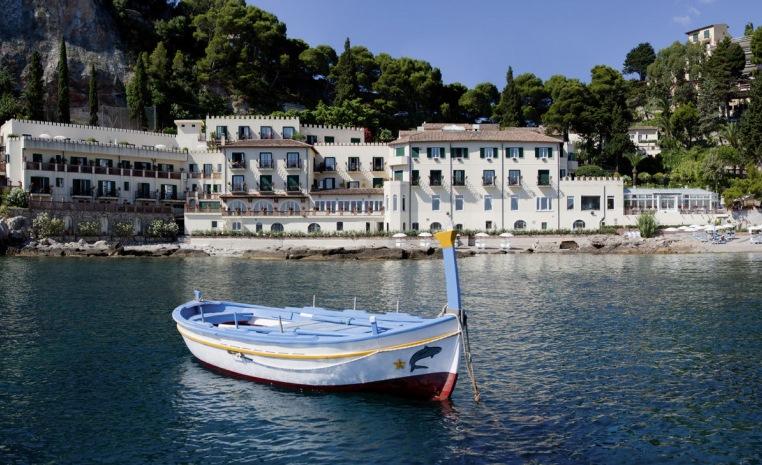 Belmond Villa Sant`Andrea   auf Sizilien am exklusiven Privatstrand entspannen! sonne italien expertentipps airtours hotels  tui berlin belmond villa sant andrea boot