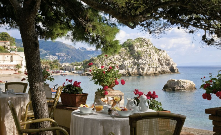 Belmond Villa Sant`Andrea   auf Sizilien am exklusiven Privatstrand entspannen! sonne italien expertentipps airtours hotels  tui berlin belmond villa sant andrea restaurant