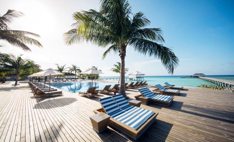ROBINSON Clubs auf den Malediven tui hotels sonne malediven cluburlaub angebote und specials angebot  tui berlin robinson noonu terrasse