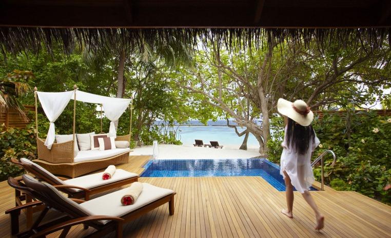 Trauminseln der Malediven: Universal Resorts strand sonne malediven indischer ozean orient honeymoon 2 expertentipps  tui berlin baros pool villa