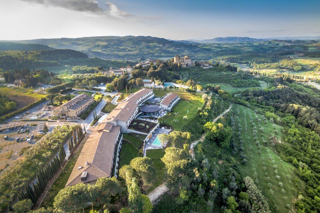 Castelfalfi im Herzen der Toskana sonne land und leute new italien honeymoon 2  tui berlin castelfalfi uebersicht von website