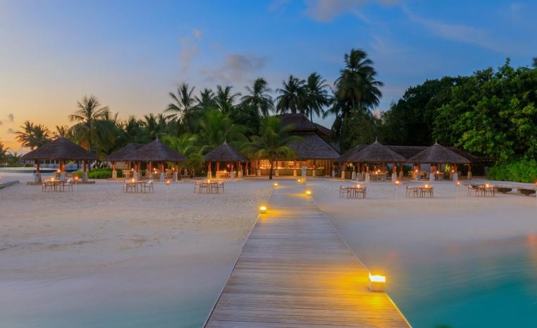 Trauminseln der Malediven: Universal Resorts strand sonne malediven indischer ozean orient honeymoon 2 expertentipps  tui berlin velarassu maldives sand