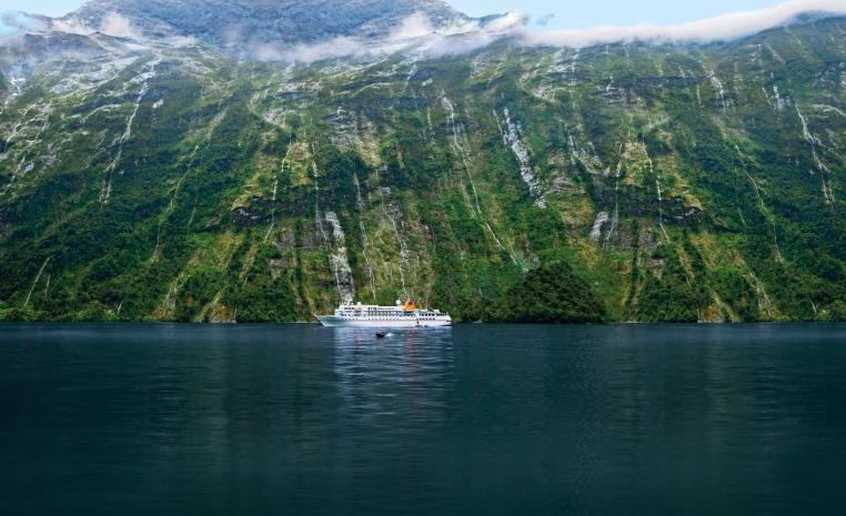 HANSEATIC nature & HANSEATIC inspiration   Die neuen Expeditionsschiffe sonne kreuzfahrt expertentipps angebot  tui berlin bremen neuseeland kreuzfahrt