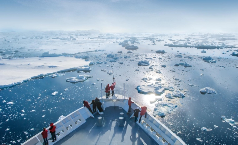 HANSEATIC nature & HANSEATIC inspiration   Die neuen Expeditionsschiffe sonne kreuzfahrt expertentipps angebot  tui berlin hanseatic nature deck