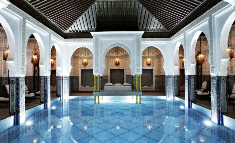Sommerliche Luxus   Auszeiten im Winter tui airtours hoteltipps sri lanka asien sonne singapur mauritius marokko kanaren expertentipps angebot airtours hotels  tui berlin la mamounia indoor pool