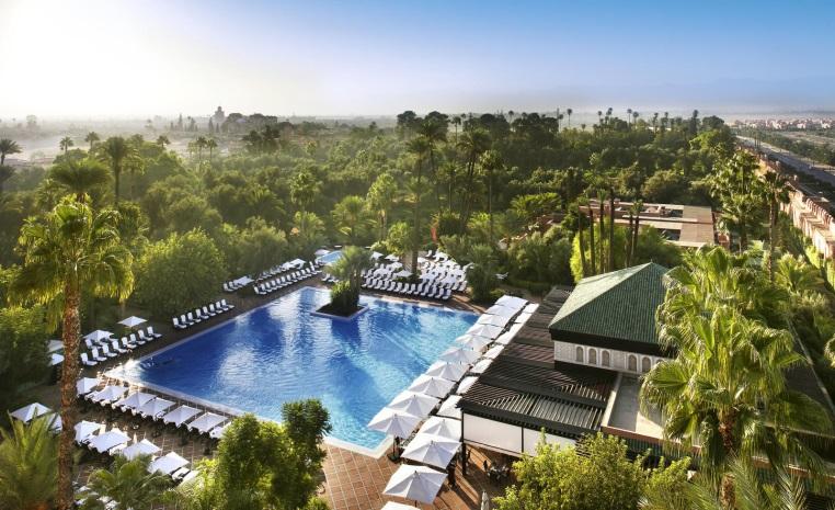 Sommerliche Luxus   Auszeiten im Winter tui airtours hoteltipps sri lanka asien sonne singapur mauritius marokko kanaren expertentipps angebot airtours hotels  tui berlin la mamounia outdoor pool