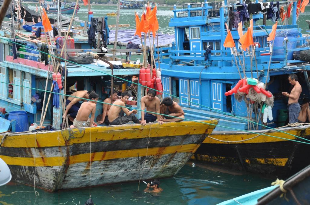 Vietnams schönste Strandresorts:  Six Senses Ninh Van Bay und Six Senses Con Dao vietnam strand sonne land und leute reisebericht new honeymoon 2  tui berlin six senses con dao boote Fischer