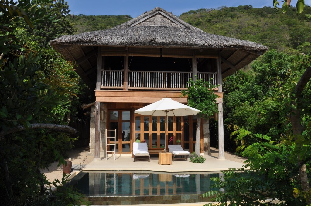 Vietnams schönste Strandresorts:  Six Senses Ninh Van Bay und Six Senses Con Dao vietnam strand sonne land und leute reisebericht new honeymoon 2  tui berlin six senses ninh van bay beach pool villa