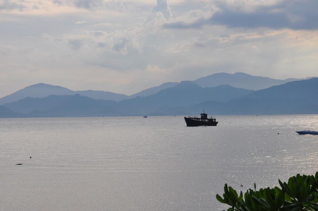 Vietnams schönste Strandresorts:  Six Senses Ninh Van Bay und Six Senses Con Dao vietnam strand sonne land und leute reisebericht new honeymoon 2  tui berlin six senses ninh van bay boot auf see