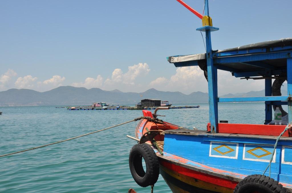 Vietnams schönste Strandresorts:  Six Senses Ninh Van Bay und Six Senses Con Dao vietnam strand sonne land und leute reisebericht new honeymoon 2  tui berlin six senses ninh van bay boot