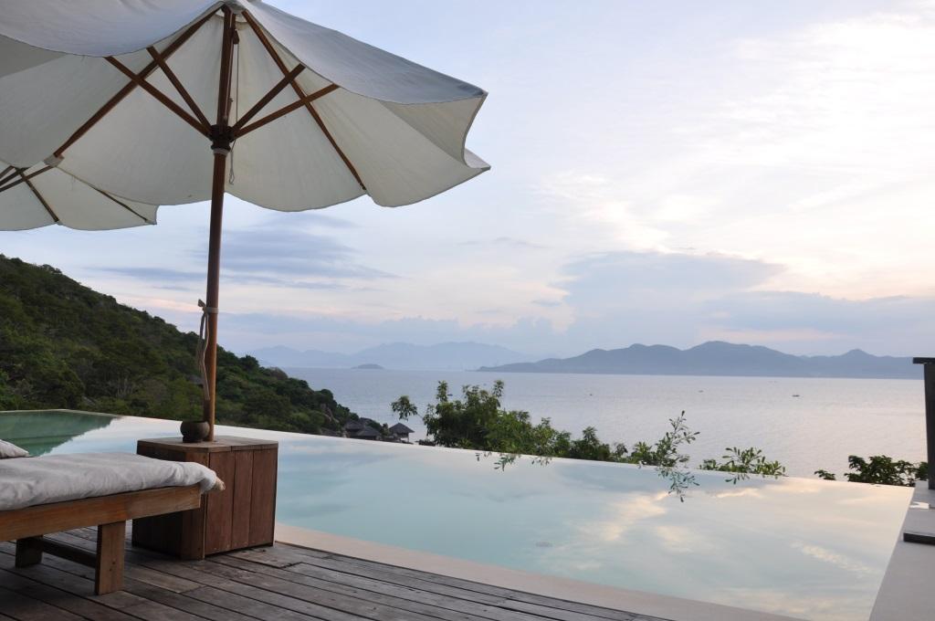 Vietnams schönste Strandresorts:  Six Senses Ninh Van Bay und Six Senses Con Dao vietnam strand sonne land und leute reisebericht new honeymoon 2  tui berlin six senses ninh van bay pool
