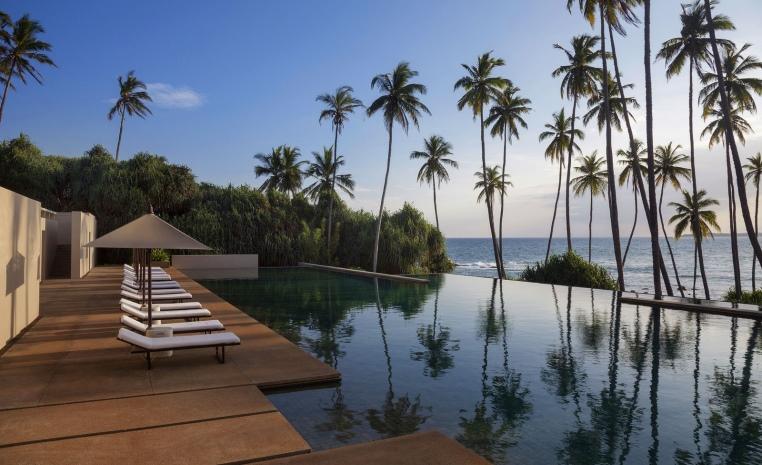Sommerliche Luxus   Auszeiten im Winter tui airtours hoteltipps sri lanka asien sonne singapur mauritius marokko kanaren expertentipps angebot airtours hotels  tui berlin sri lanka amanwella infintypool