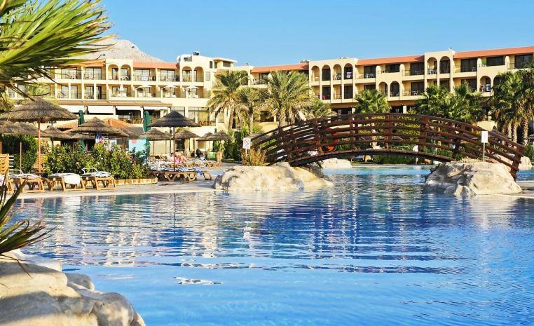 TUI Family  Deals +++ Bis zu 40% Rabatt auf Reisen im Herbst tui hotels strand sonne griechenland angebote und specials angebot  tui berlin tui family life aegan hauptpool