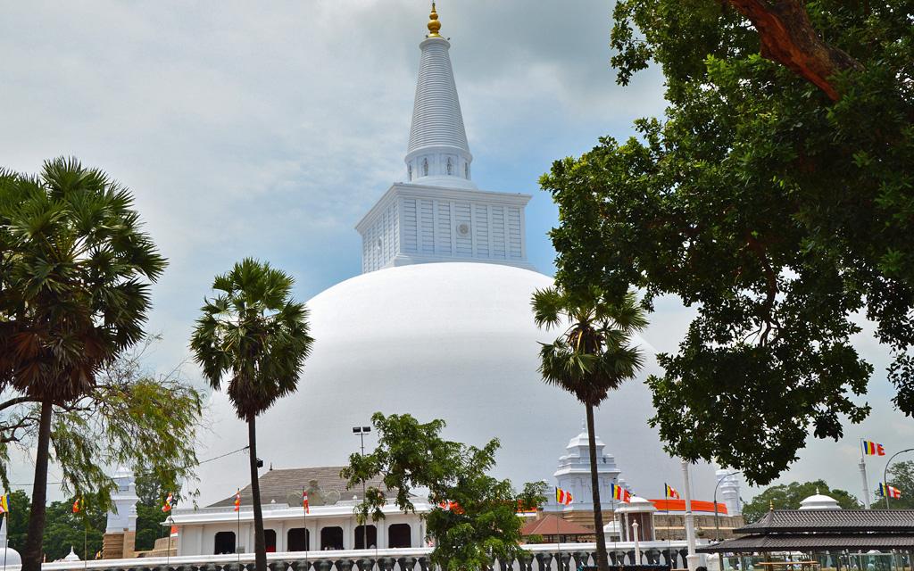 Unterwegs durch Sri Lanka   Luxuriös mit airtours strand sri lanka asien sri lanka sonne land und leute reisebericht new  TUI Reisebuero Berlin Sri Lanka Anuradhapura Tempel