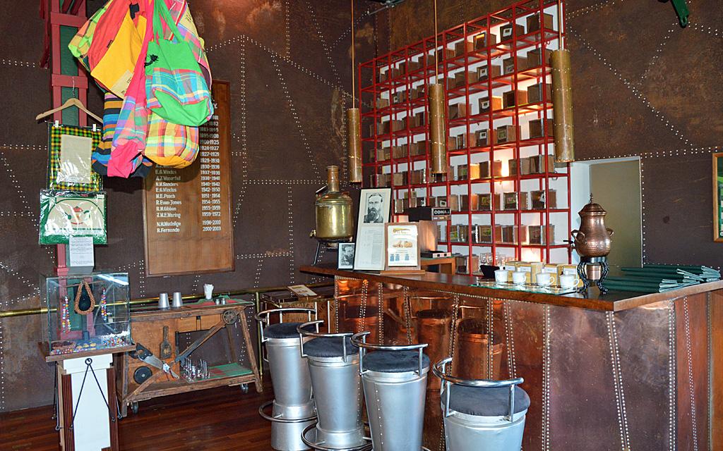 Unterwegs durch Sri Lanka   Luxuriös mit airtours strand sri lanka asien sri lanka sonne land und leute reisebericht new  TUI Reisebuero Berlin Sri Lanka Tea Factory Tee
