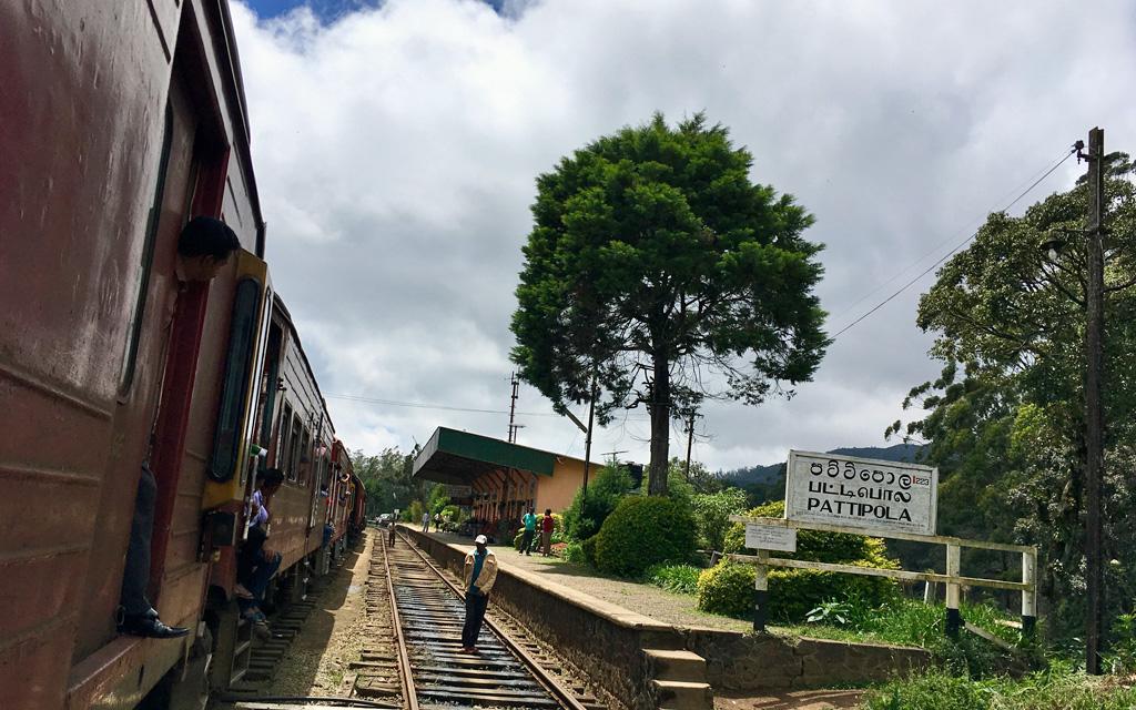 Unterwegs durch Sri Lanka   Luxuriös mit airtours strand sri lanka asien sri lanka sonne land und leute reisebericht new  TUI Reisebuero Berlin Sri Lanka Zugfahrt Bahnhof