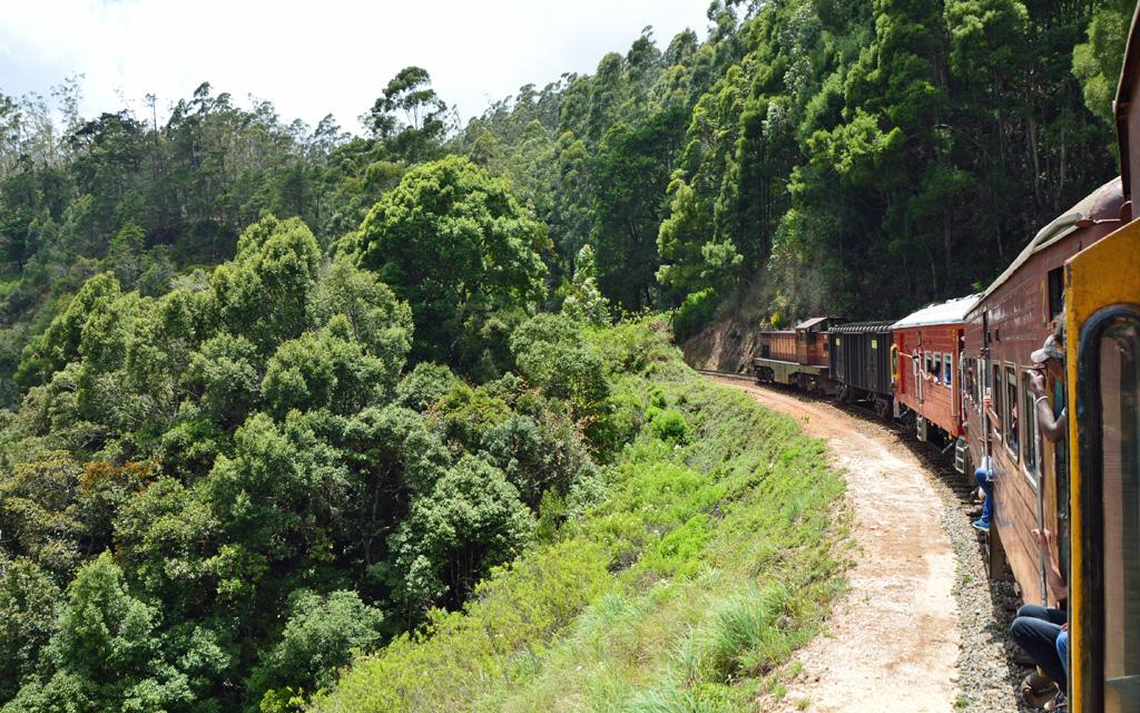Unterwegs durch Sri Lanka   Luxuriös mit airtours strand sri lanka asien sri lanka sonne land und leute reisebericht new  TUI Reisebuero Berlin Sri Lanka Zugfahrt unterwegs