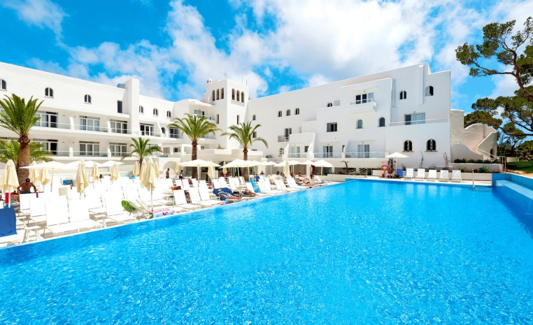 TUI BLUE feiert Zweiten Geburtstag   Explore the More tunesien tui hotels strand portugal mallorca angebote und specials angebot  tui berlin tui blue rocador pool