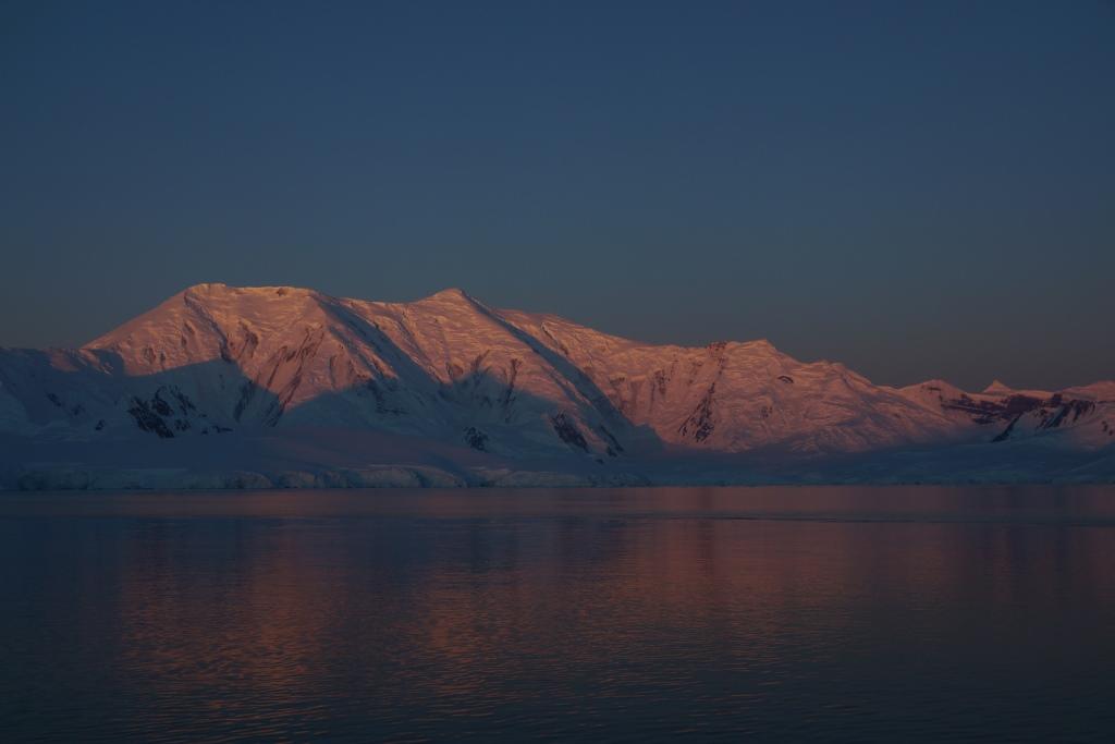 Sonnenuntergang in der Antarktis - World of TUI Berlin Reisebericht
