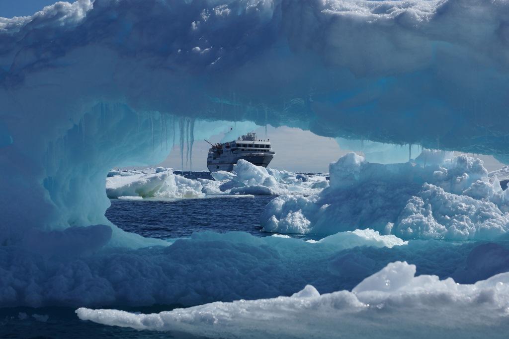 Eisformation in der Antarktis - World of TUI Berlin Reisebericht