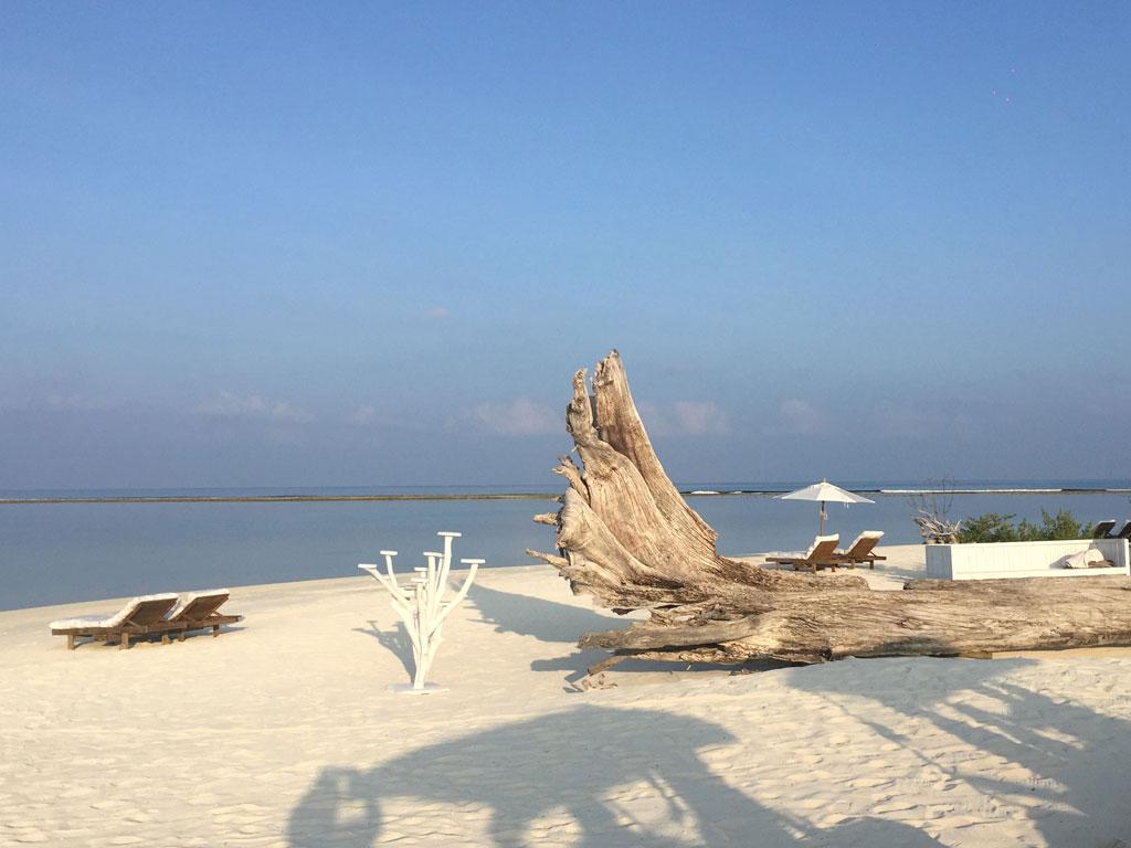 Zu Gast im neuen Soneva Jani Resort auf den Malediven strand sonne reisebericht new malediven honeymoon 2  TUI Berlin Reisebüro Malediven Soneva Jani Resort Strand 001