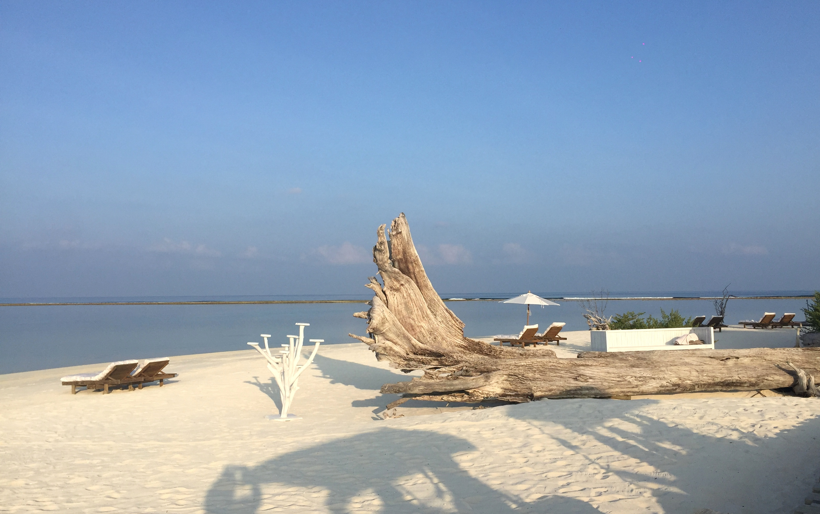 Zu Gast im neuen Soneva Jani Resort auf den Malediven strand sonne reisebericht new malediven honeymoon 2  TUI Berlin Reisebüro Malediven Soneva Jani Resort Strand
