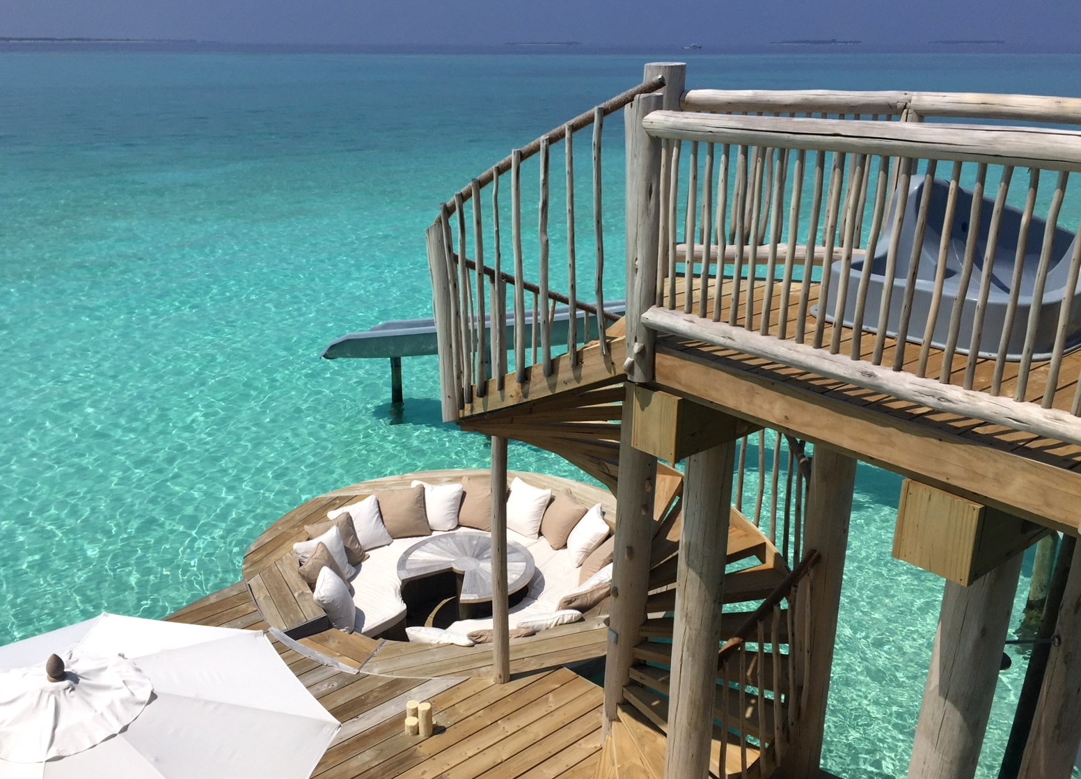 Zu Gast im neuen Soneva Jani Resort auf den Malediven strand sonne reisebericht new malediven honeymoon 2  TUI Berlin Reisebuero Malediven Soneva Jani Rutsche Wasservilla