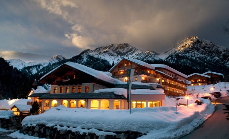 Ankommen und Aufleben   Urlaub in Österreich winterurlaub oesterreich familie angebote und specials angebot  tui berlin alpenwellness truffbad außenansicht