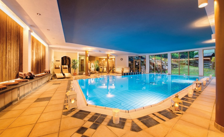 tui-berlin-alpenwellness-truffbad-indoor-pool