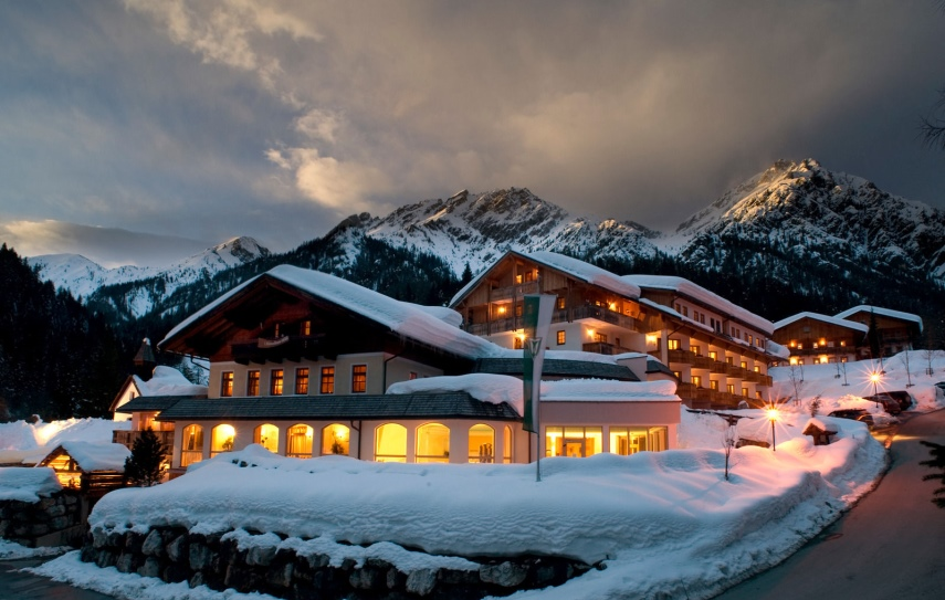 TUI, Reisebüro, World of TUI, Berlin, Winter Sale, Alpenwellness Resort Tuffbad, Austria Trend Alpine Resort Fieberbrunn, Österreich, Skiurlaub, Ski fahren,