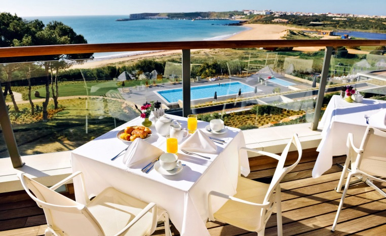 tui-berlin-martinhal-sagres-beach-resort-terrasse