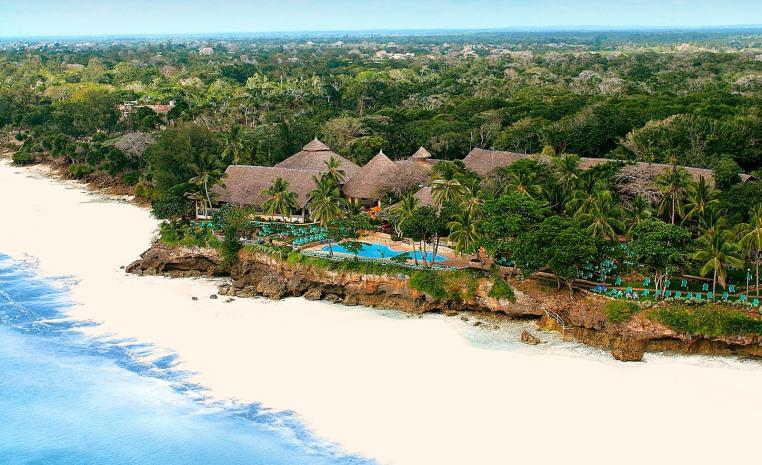 Im Urlaub die WM 2018 genießen   TUI machts möglich! tui hotels strand sonne angebote und specials angebot  tui berlin baobab beach resort außenansicht