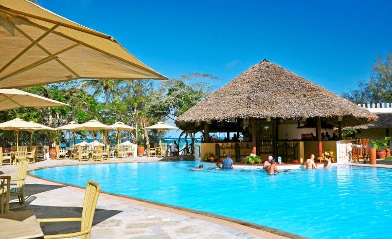 Im Urlaub die WM 2018 genießen   TUI machts möglich! tui hotels strand sonne angebote und specials angebot  tui berlin baobab beach resort jambo bar