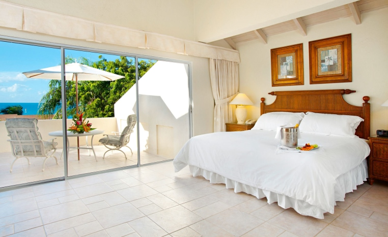 TUI Berlin, Deals der Woche, airtours, Luxushotels, Blue Waters Antigua, Daios Cove Luxury Resort, Four Seasons Maldives at Landaa Giraavaru, Angebote
