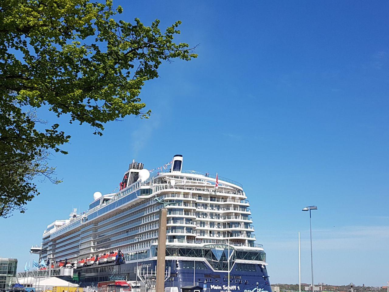 Unterwegs auf der neuen MEIN SCHIFF 1   Meine Erfahrungen... uncategorized tui cruises reisebericht kreuzfahrt  Foto 08.05.18 15 46 25