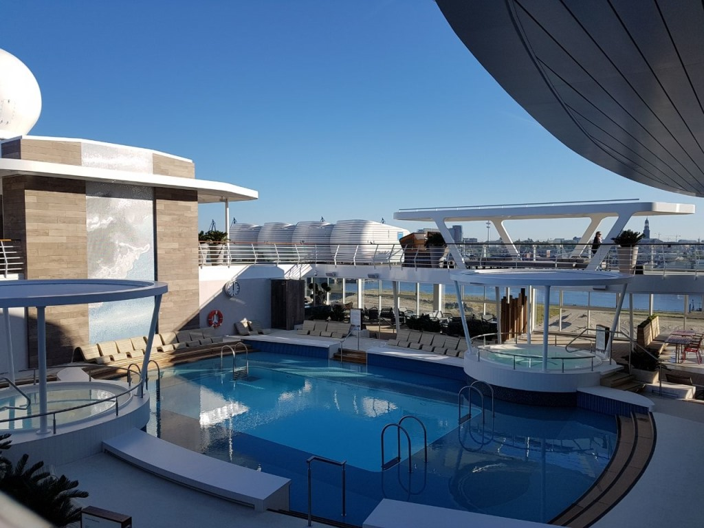 Unterwegs auf der neuen MEIN SCHIFF 1   Meine Erfahrungen... uncategorized tui cruises reisebericht kreuzfahrt  tui berlin tuicruises neue mein schiff 1 lagune