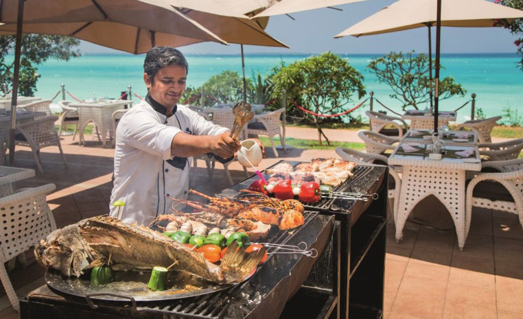 Zu Gast auf Sansibar und Pemba tui hotels tansania strand sonne expertentipps  tui berlin riu palace sansibar restaurant