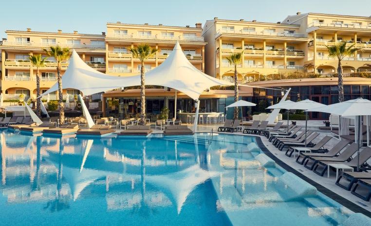 Im Herbst nochmal ans Meer? Sonne tanken mit TUI tui hotels strand sonne angebote und specials angebot  tui berlin best family cala mandia pool