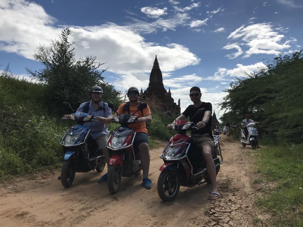Myanmar   Meine Rundreise in sieben Tagen sonne land und leute reisebericht new myanmar  tui berlin myanmar bagan roller
