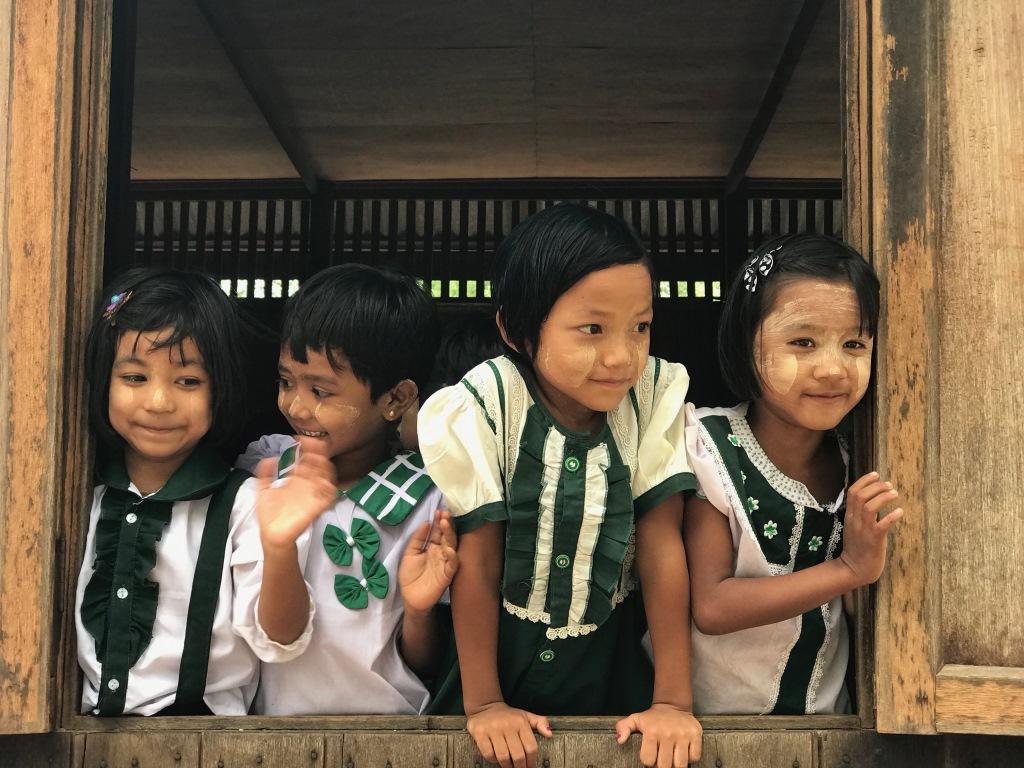 Myanmar   Meine Rundreise in sieben Tagen sonne land und leute reisebericht new myanmar  tui berlin myanmar klosterschule mädchen